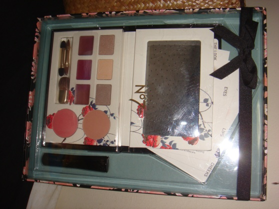 BOOTS Krabi: Shopping Loot 3 (I abslutely love this limited edition No.7 eyeshadow palatte reccomended by the sale staff. No. 7 makeup packaging are really kindda cute!)