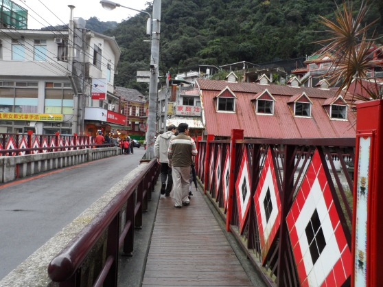 Heading towards Wulai Old Street 烏來老街.